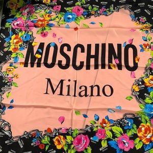 ❤️❤️❤️NEW Moschino silk scarf ❤️❤️❤️